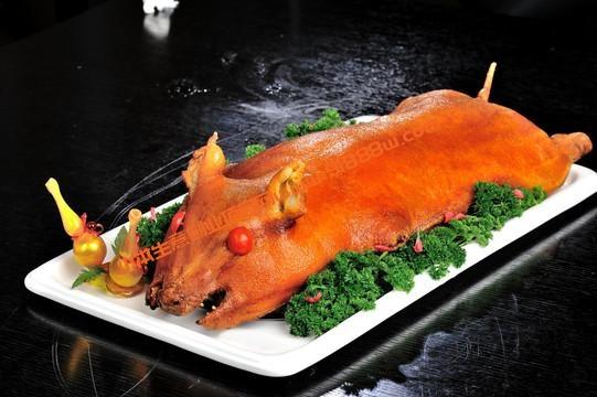 脆皮烤乳猪原只大金猪秘制配方技术做法教程